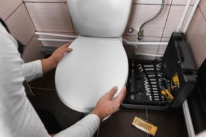 How to replace a Brand New Toilet Seat 400x267