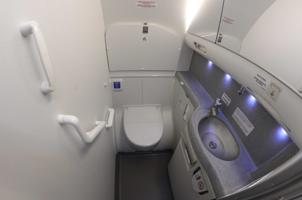 Rule to follow Toilets on Aircraft 1536x1022